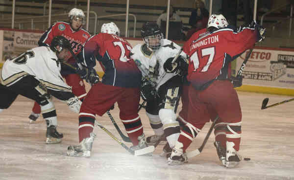 Motor city chiefs skate past tri city for Motor city ice hawks